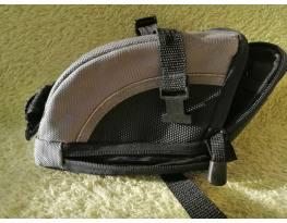 Eladó nyereg alatti táska