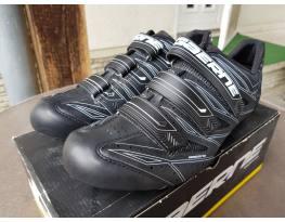 Új Gaerne 46-os fekete országúti biciklis cipő