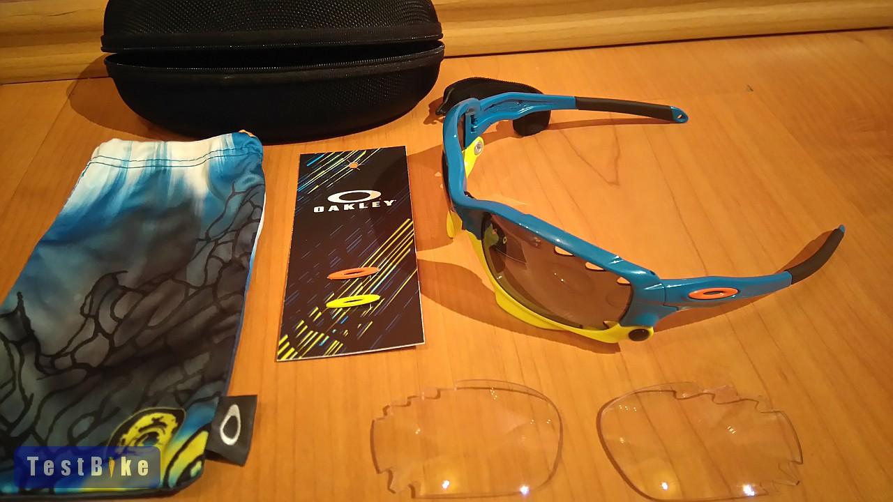 Oakley Racing Jacket 2013 szemüveg. A csomag tartalma! 72a394ee60